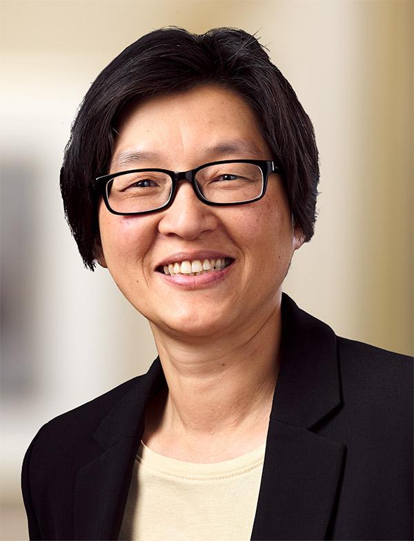 Iris Hau